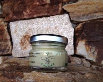 Face cream with shea butter, hemp and raspberry seed oil for sensitive, oily and combination skin, prone to blemishes, acne and large pores.