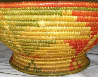 Vintage Handwoven Straw Coil Bowl Basket Tan Green Red