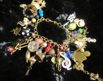 la malbouffe bracelet, perles, breloques, ordure, fabriqués à la main, pièce de conversation, OOAK, boho, art à porter, fun, funky, upcycled, usure de la déclaration,