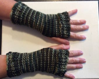 Hand knit camo fingerless gloves