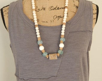 Antler necklace with recycled glass and white wood beads, beach chic, boho style, summer fashion, layering necklace, chunky necklace