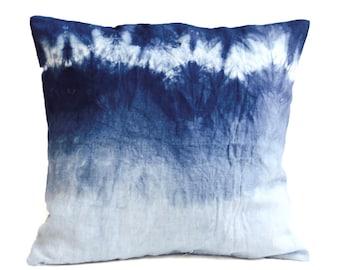 Indigo Blue Shibori Pillow, Dip dye Pillow Blue and white Pillows, Shibori Pillow, Linen Pillow, Shibori Indigo textiles