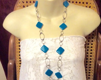 1960s turquoise acrylic squares silver hoop chains necklace.
