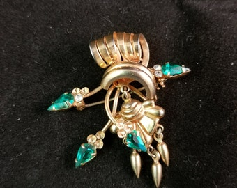 Vintage gold plated brooch with Green stones