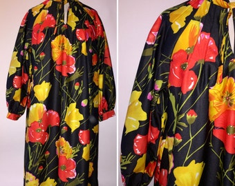 Vintage 1970s 70s House Coat Robe Loungewear Dress Black Red Yellow Floral Polyester Size Medium Large