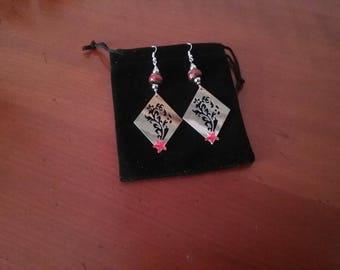 Dangling earrings diamond shape silver metal