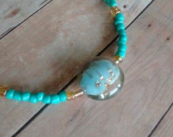 Turquoise, perlé de collier en centre de table verre