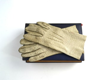 Vintage Off White Genuine Pigskin Leather Wrist Length Ladies Driving Gloves by Fownes, Size 6 1/2