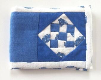 Tucks needle book - fabric Pincushion