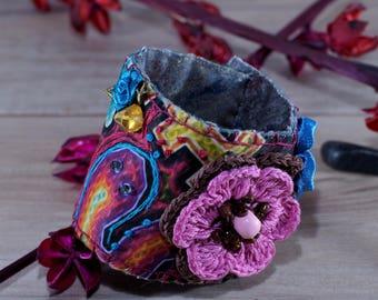 Bohemian cuff with printed fabric