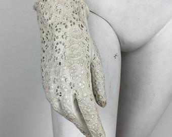 Vintage 1960s White Lace Gloves