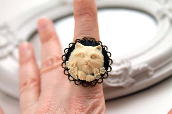 Cameo cat ring in  black ivory Gothic Lolita
