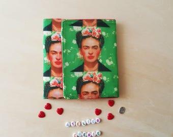 """Portefeuille et  porte monnaie intégrés. Réalisé en tissu motif """" Frida Kahlo"""" Tout en Un.."""
