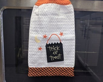Knit-top hanging kitchen towel