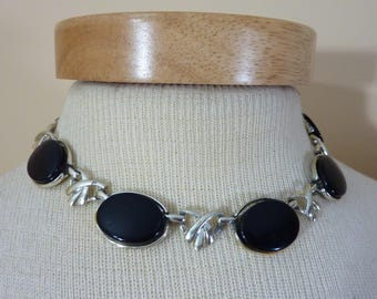 Lovely Vintage Faux Onyx Choker Necklace With Silver-Tone Links And Black Oval Cabochons Retro Classy Costume Jewelry 14 Inch