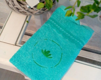 """Medallion & seaweed"" embroidered guest towel"