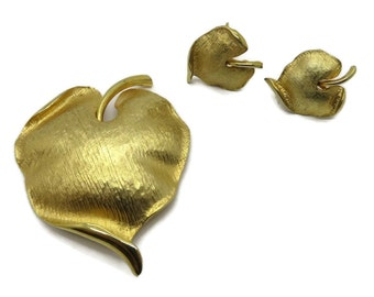 Vintage Brooch and Earrings Set, Goldtone Leaf Brooch, Screwback Earrings, Mid Century Jewelry Set, Gift For Her