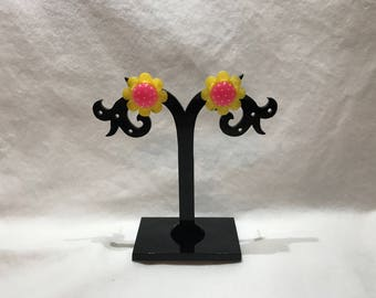 Daisy yellow and pink stud earrings