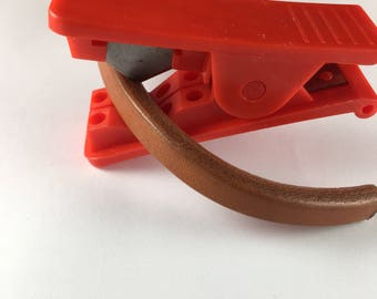 Leather cord cutter, licorice cord cutter (cut635)