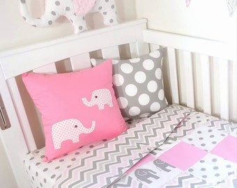 Patchwork quilt - Pink and grey elephants