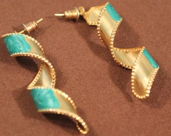 Vintage 70's Turquoise Green and Gold Spiral Earrings