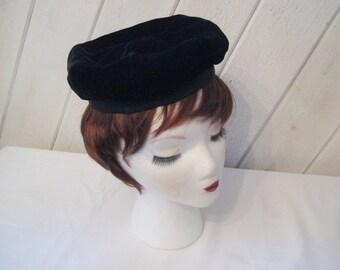 Black velvet beret, vintage 50s 60s mid century beret, 1459