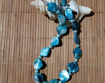 Blue Mother of pearl Necklace with blue pearls
