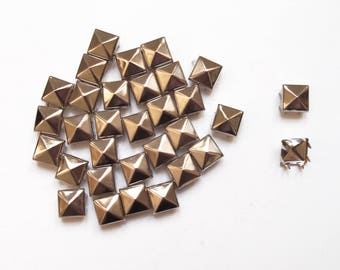 10 claw silver plated 10 mm pyramid studs