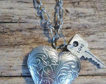 Floral Heart Photo Locket Necklace, Photo Locket, Picture pendant, Photo Charm Locket, Heart Locket