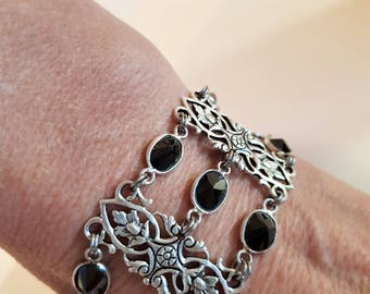 Flexible Cuff Bracelet, onyx, spacer 11 stones openwork and magnetic clasp