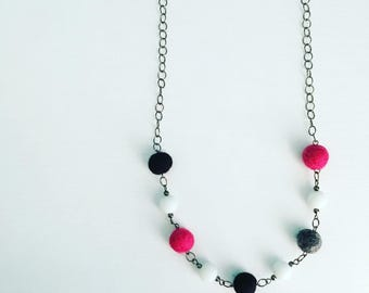 Newport Felt Necklace in Mod Pink