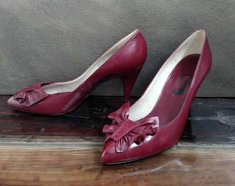 PROXY Vintage 1980's Leather Pumps Stilettos..Ladies Size 9 M..Cranberry Wine Burgundy Maroon Red..Ruffle Accent
