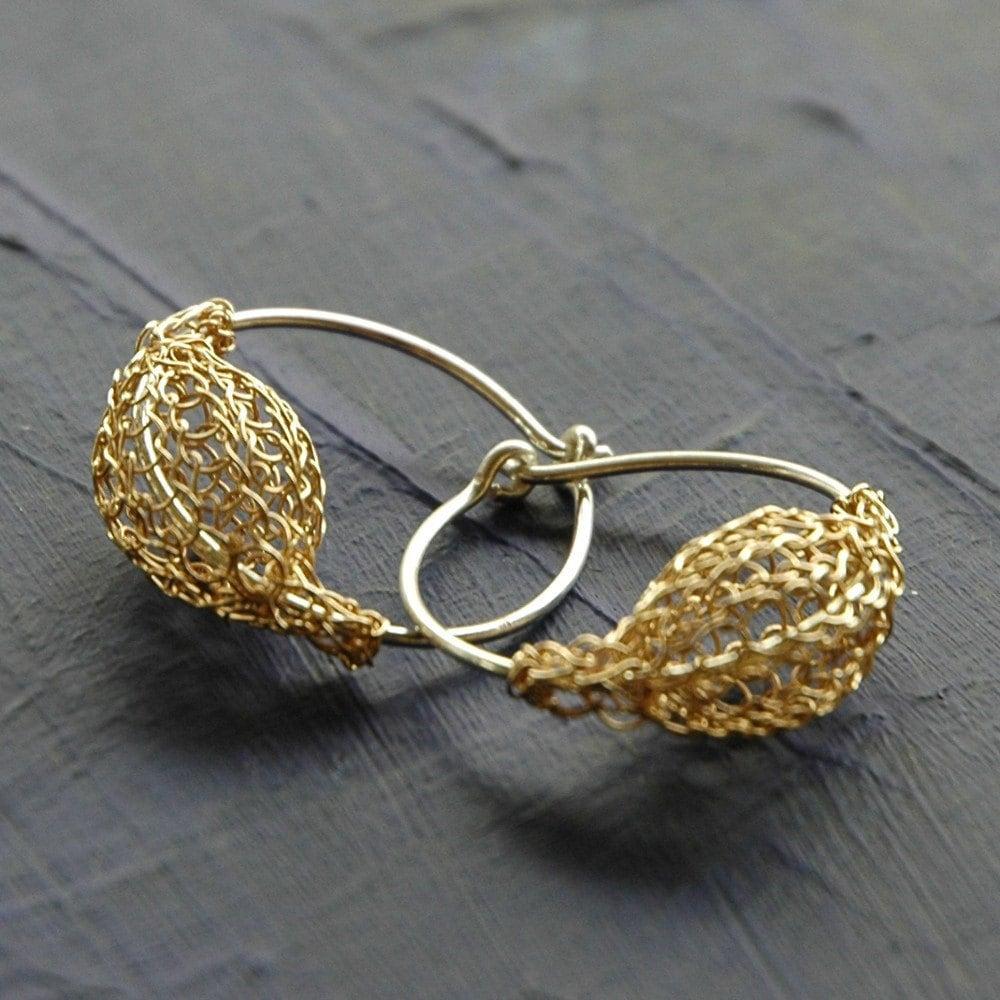 Kleine Creolen Ohrringe in Silber und Gold häkeln Draht