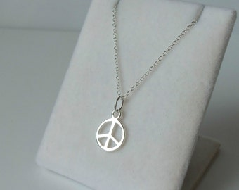 925 Sterling Silver Peace Sign Symbol Charm Pendant Necklace.