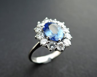 Ring set with a beautiful sapphire in a diamonds halo.