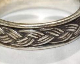20% Off Blow Out Sale - Vintage - Ornate Design 925 - Sterling Silver Ring Size 6.75 - Band with Detail