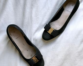Vintage 1980s Salvatore Ferragamo black suede Vara pumps / black leather low block-heel pumps / 6.5 D US, 36.5 wide EU, 3.5 wide UK