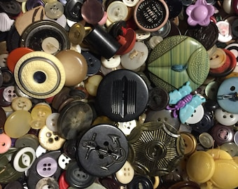 Vintage Plastic Buttons, Grab Bag, Mixed Colors and Sizes, 5oz Bag, Approx 120 to 160 Craft Buttons, For Repurposing and Upcycling, Sewing