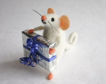 Cute mouse figurine, Mouse gift, Birthday gift idea, Felt miniature mouse, Collectible animal, Felted wool, Mouse toy, Felt mice