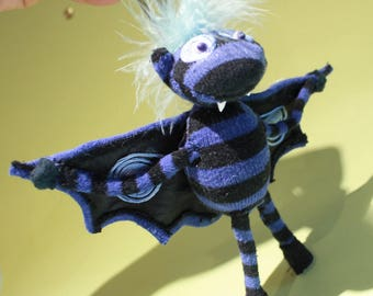 Fluffy Bluestripe-Bat, hanging