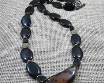 Onxy & Natural Agate Beaded Necklace