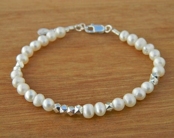 Natural freshwater pearl bracelet. Sterling silver bracelet  Pearl bracelet.Friendship bracelet.Gemstone bracelet.Tiny  faceted beads.GE011