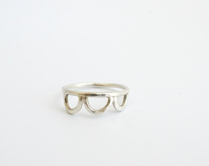 Simple scalloped ring