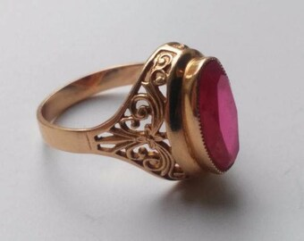 14k Vintage Yellow gold ring with a beautiful pink ruby , 70's, antique gold ring for women, collectibles vintage, fine jewelry