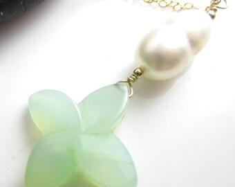 Aqua calcédoine et perle sur 14 k collier en chaîne Goldfill