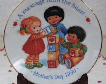 """Vintage Avon 1990 Mother's Day Plate """"A Message From The Heart"""""""