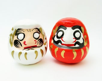 Lucky Daruma doll.Tamashima Hariko.Paper mashe.Set of red and white.mm.#dr61.okimono.Recommended for gifts.