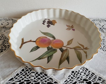 Royal Worcester Evesham Gold 9 Inch Flan Dish Decorated With Peaches & Blackcurrants
