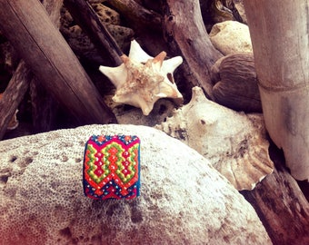 Beautiful cuff, crochet and Rhinestones, Colombia