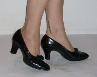 Delightful 1930s day shoes w/great tab detail US 8  / UK 6